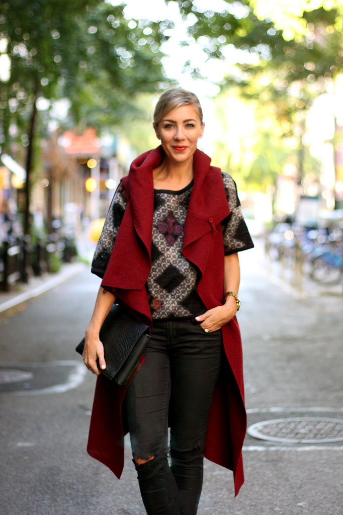 FALL FASHION, RIPPED JEANS, SLEEVELESS COAT, RED, STREET STYLE, NYC