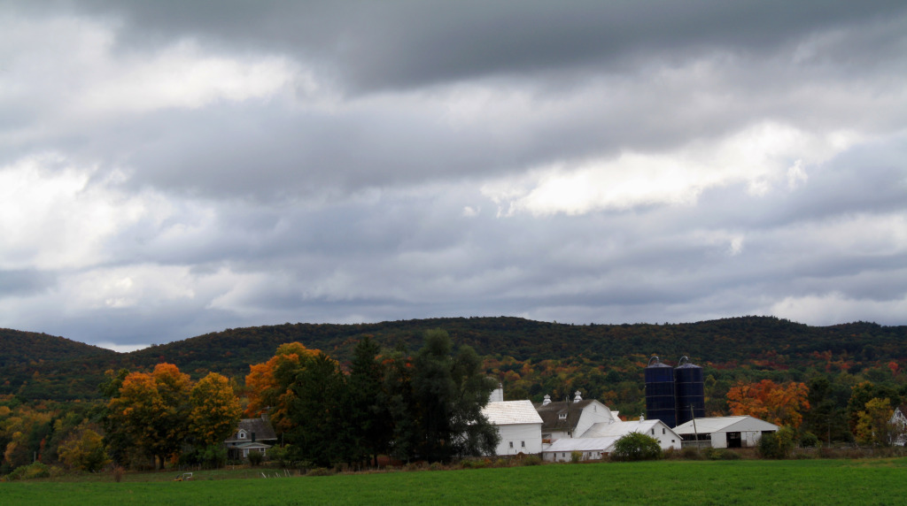 Hudson River Valley, Fall Foilage, Apple Picking, Upstate NY, Barn House