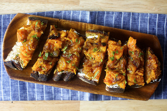 squash-toasts-with-ricotta-and-cider-vinegar