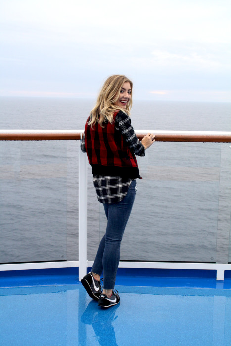 Travel blogger, what i wore, cruise, OOTD, what to wear, travel style, madewell, PNW, casual, plaid, Buffalo plaid vest, 22