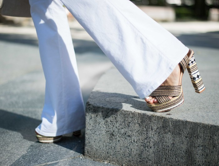 Impossibly Imperfect, White Jeans, How to wear, NYC, Street Style, Schultz Heels,