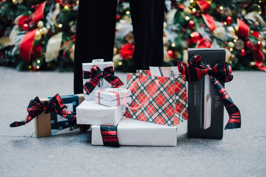 babbleboxx-gift-guide-holiday-style-imopssibly-imperfect-gifts